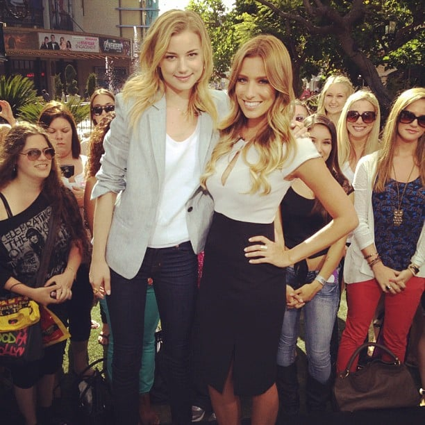 Renee Bargh chatted with Revenge's Emily VanCamp, who was fresh off a plane from Australia. Source: Twitter User ReneeBargh