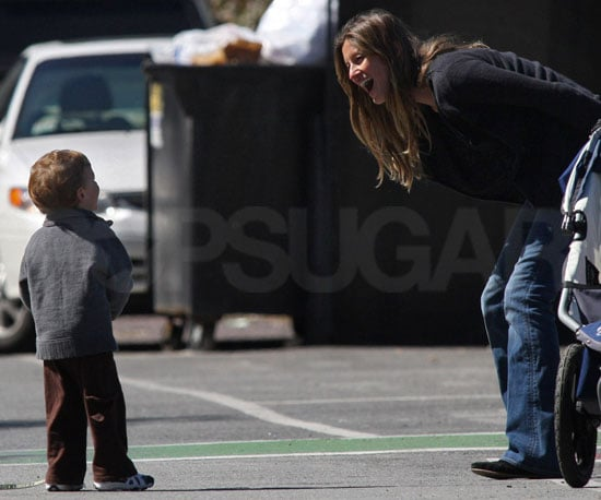 Slide Photo of Pregnant Gisele Bundchen With John Moynahan and Puppy