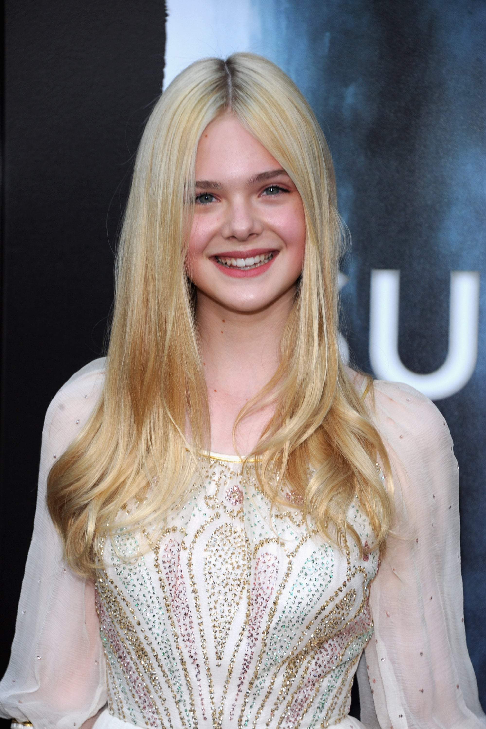 pictures of elle fanning  tom cruise  joel courtney  kyle