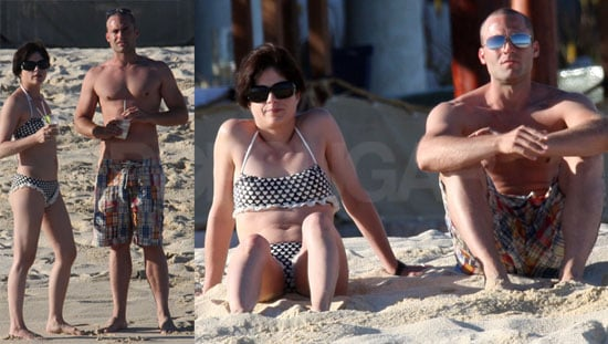 Bikini + Hot Guy + Fruity Drink = Selma's on Vacation!