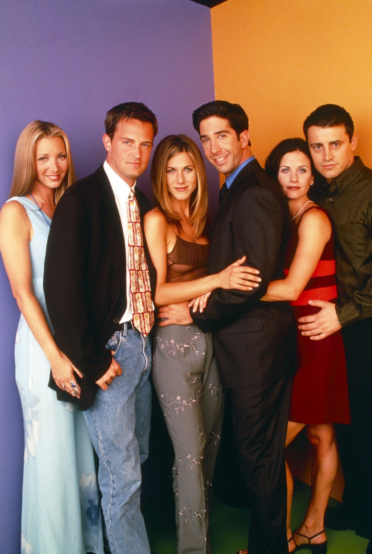 FRIENDS, from left: Lisa Kudrow, Matthew Perry, Jennifer Aniston, David Schwimmer, Courteney Cox, Matt LeBlanc, 1994-2004. ph: Jon Ragel / NBC / Courtesy Everett Collection