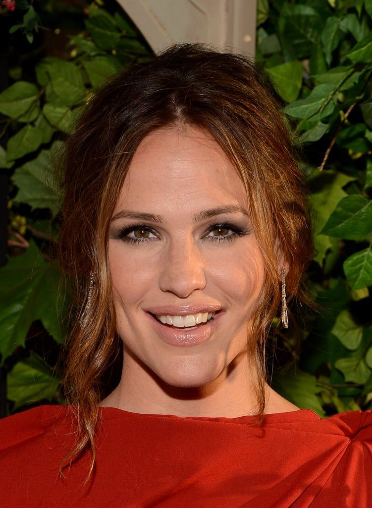 Jennifer Garner emphasized her eyes with smoky shadow.