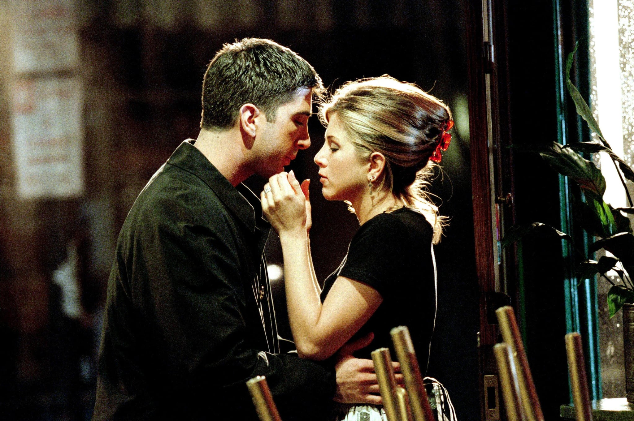 FRIENDS, from left: David Schwimmer, Jennifer Aniston, 'The One Where Ross Finds Out', (Season 2, ep. 207, aired Nov. 9, 1995), 1994-2004. photo: Robert Isenberg / Warner Bros. / Courtesy: Everett Collection
