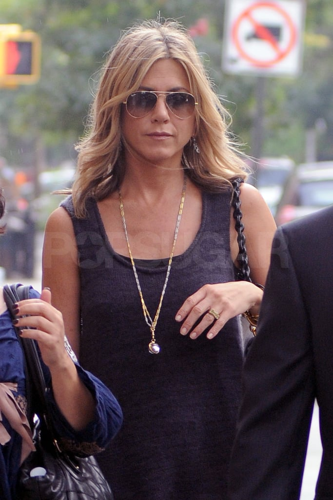 Jennifer Aniston Accessorized With A Long Gold Chain And