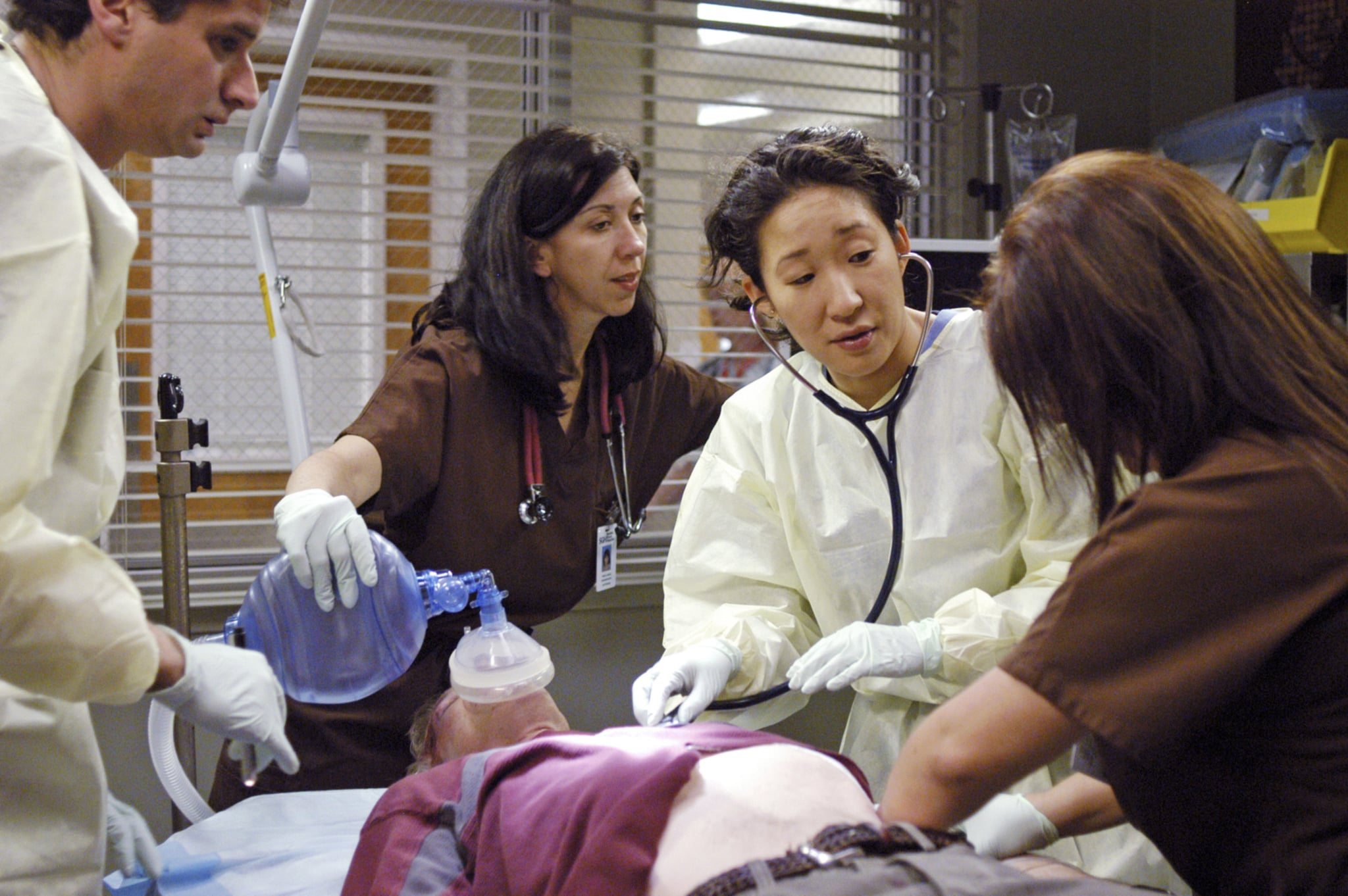 GREY'S ANATOMY, Sandra Oh (2nd from right), 'Deterioration of the Fight or Flight Response', (Season 2, aired May 15, 2006), 2005-, photo: Gale Adler /  ABC / Courtesy: Everett Collection