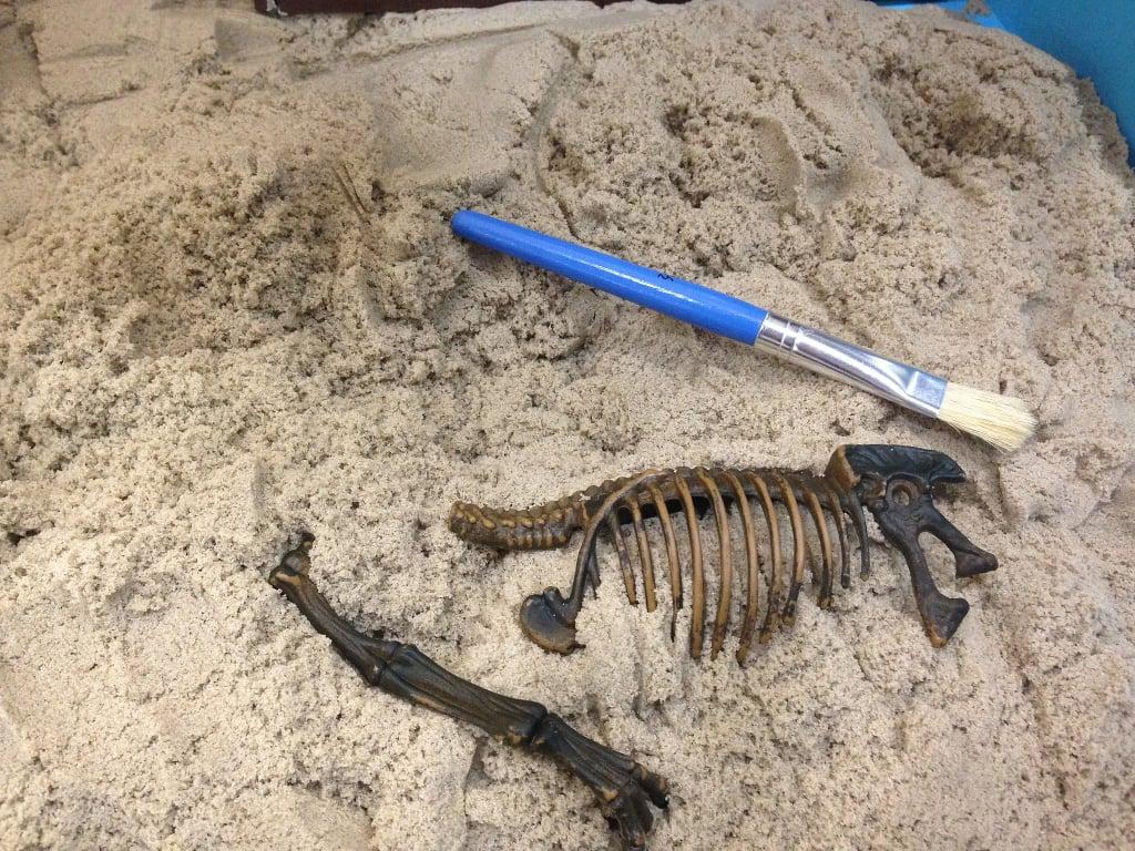 Kinetic Sand Dino Dig
