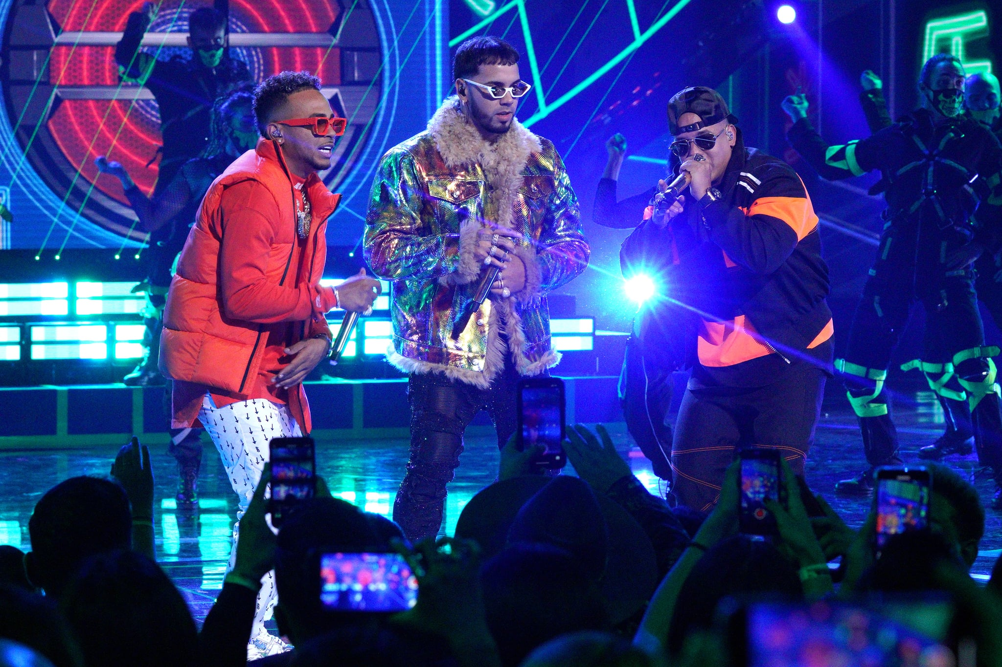 HOLLYWOOD, CALIFORNIA - OCTOBER 17: (L-R) Ozuna, Anuel AA and Daddy Yankee perform onstage during the 2019 Latin American Music Awards at Dolby Theatre on October 17, 2019 in Hollywood, California. (Photo by JC Olivera/Getty Images)