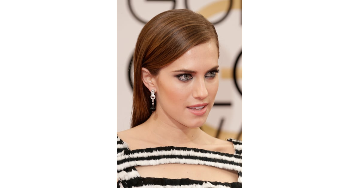 Allison Williams Kept Her Jewels All In The Same Color Family With