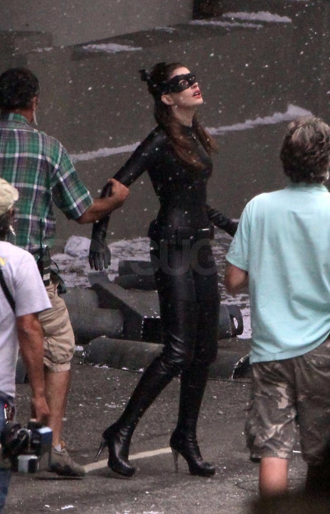 Anne Hathaway practiced a scene with the crew.