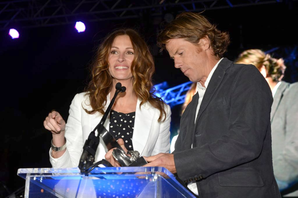 Julia Roberts Goes Barefoot With Her Husband For a Beach Bash