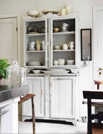 Casa Quickie: Chicken Wire For Open Shelving