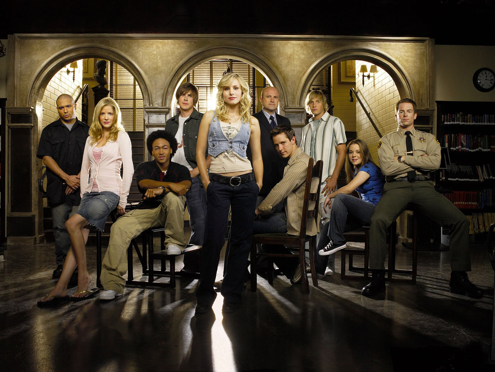 VERONICA MARS, Francis Capra, Julie Gonzalo, Percy Daggs III, Chris Lowell, Kristen Bell, Enrico Colantoni, Jason Dohring, Ryan Hansen, Tina Majorino, Michael Muhney, (Season 3), 2004-07. photo: Patrick Ecclesine /  Warner Bros. Television / Courtesy Everett Collection