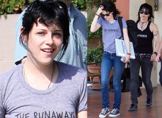18/06/2009 Kristen Stewart In A The Runaways T-Shirt With Joan Jett