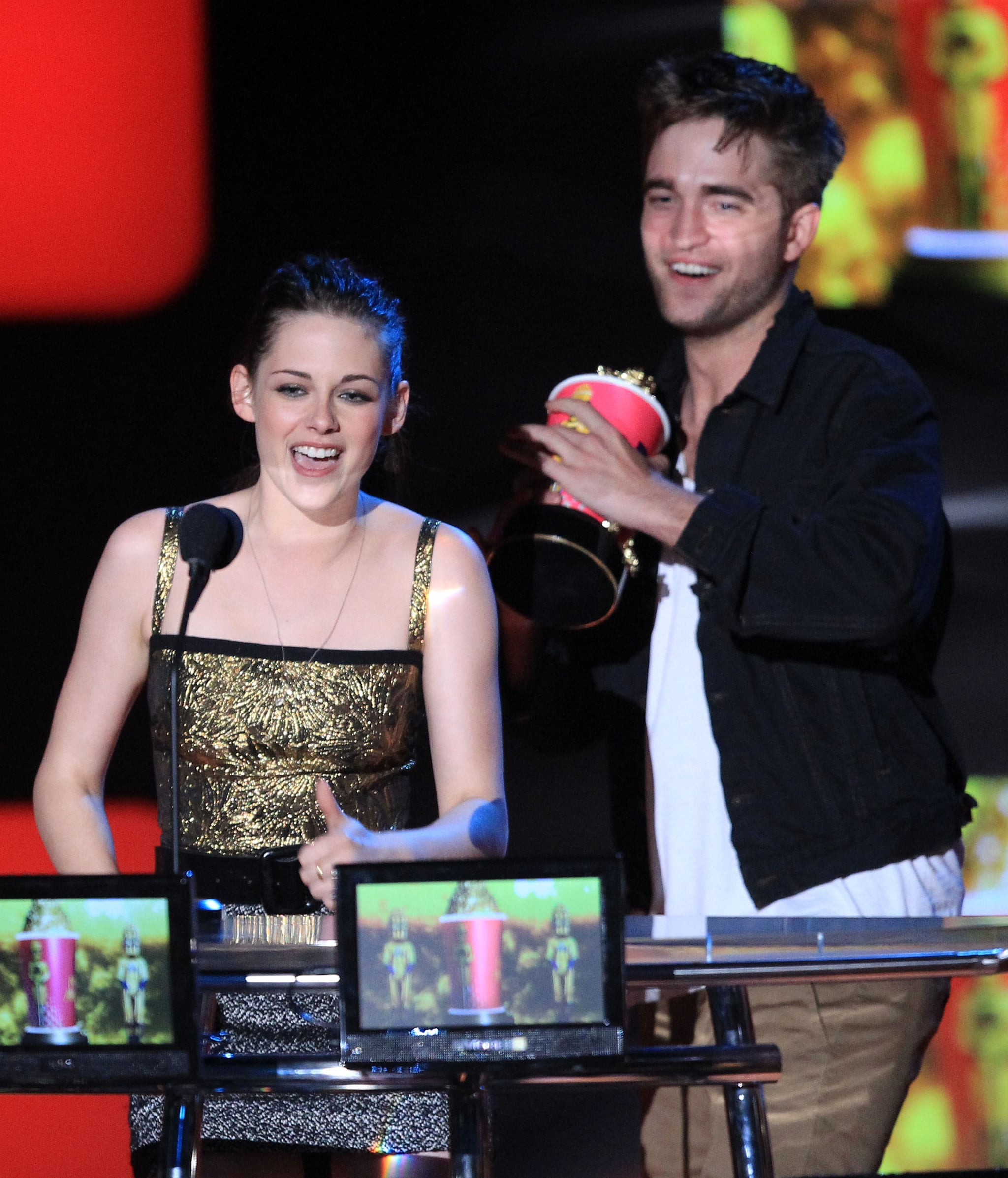 Kristen Stewart And Robert Pattinson And Taylor Lautner Kiss Watch Video and See Pi...