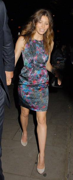 Jessica loves silky pieces lately. Another hot shot in London.