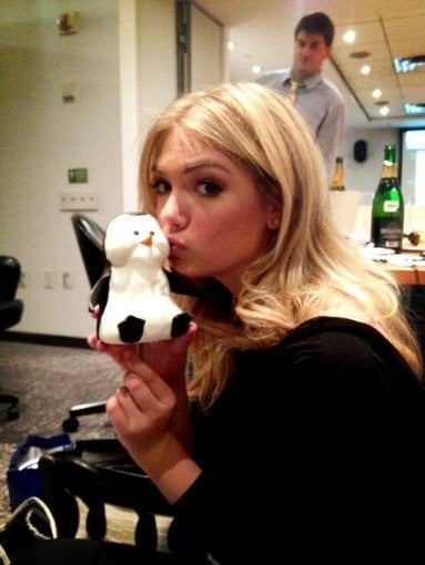 Kate Upton smooched a stuffed penguin. Source: Twitter user KateUpton