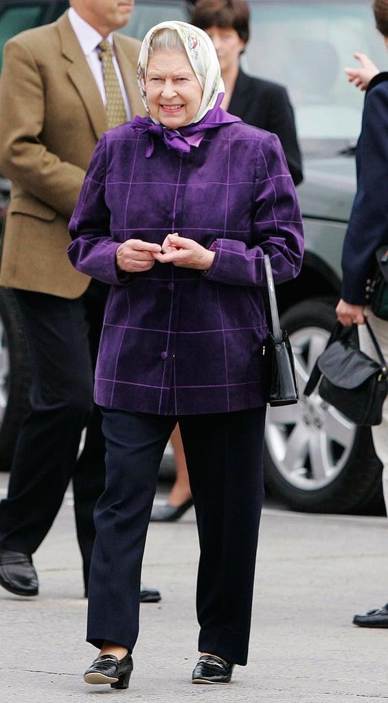 Queen Elizabeth Ii In 2006 Queen Elizabeth Wearing Pants