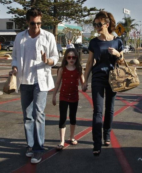 Kate Beckinsale strolled around sunny Cali with her mini me, Lily and hubby, Len.