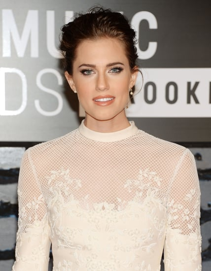 Allison-Williams-made-her-blue-eyes-stand-out-dark-eyeliner
