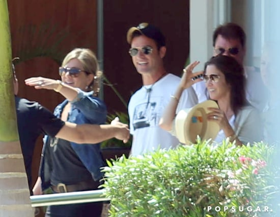 Jennifer-Aniston-Justin-Theroux-sported-big-smiles