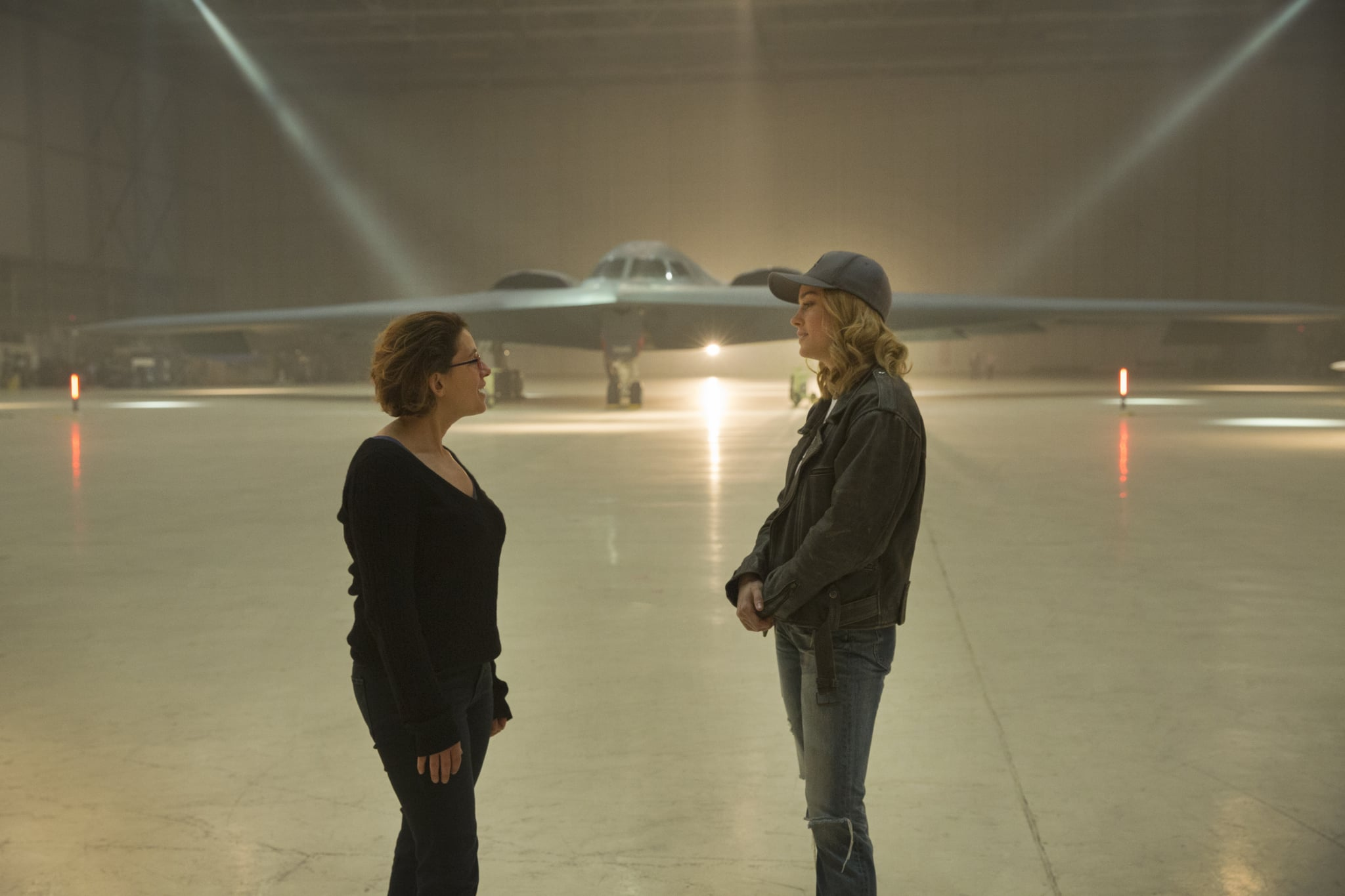 Marvel Studios' CAPTAIN MARVELL to R: Director Anna Boden and Brie Larson (Captain Marvel) on set.Photo: Chuck Zlotnick©Marvel Studios 2019