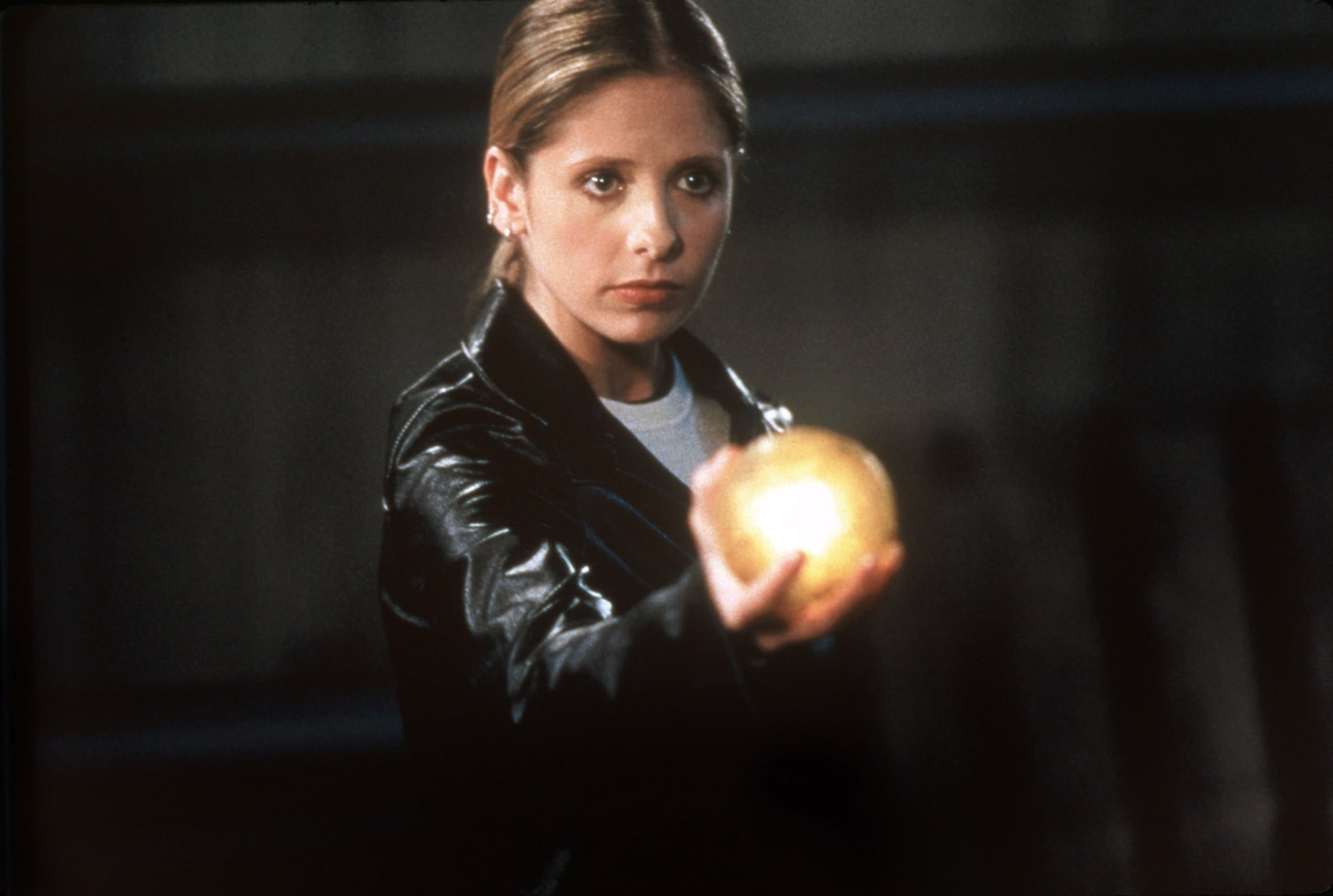 BUFFY THE VAMPIRE SLAYER, Sarah Michelle Gellar (holding 'The Dragon Sphere'), 'The Gift', (Season 5, aired May 22, 2001), 1997-2003. TM and Copyright  20th Century Fox Film Corp. All rights reserved.