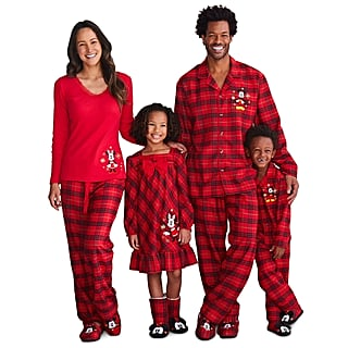 Disney Matching Pajama Sets For the Holidays