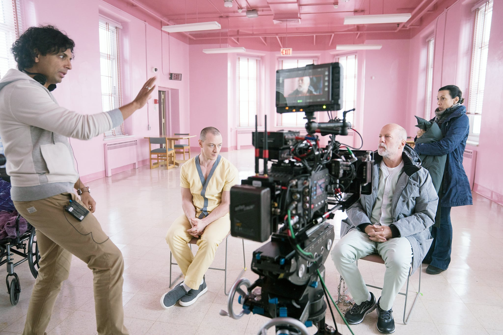 GLASS, from left: director M. Night Shyamalan, James McAvoy, Bruce Willis, on set, 2019. ph: Jessica Kourkounis /  Universal /Courtesy Everett Collection
