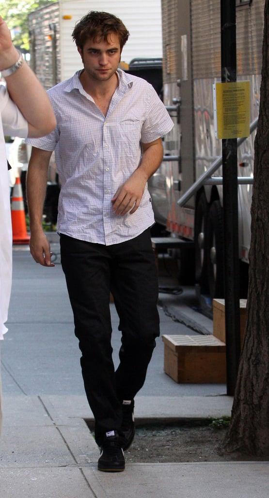Sweaty Robert Pattinson Films Remember Me In New York