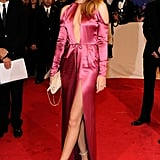 Rosie wore this silk Burberry Prorsum dress with contrasting heels and a matching clutch to the 2011 Met Gala.