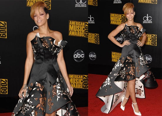 Photos of Rihanna on American Music Awards Red Carpet 2009-11-22 18:06:36