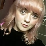 Maisie Williams With Pink Hair