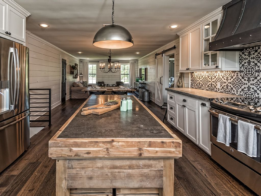 Fixer Upper Barndominium Vacation Rental | POPSUGAR Home ... Huge Barndominium