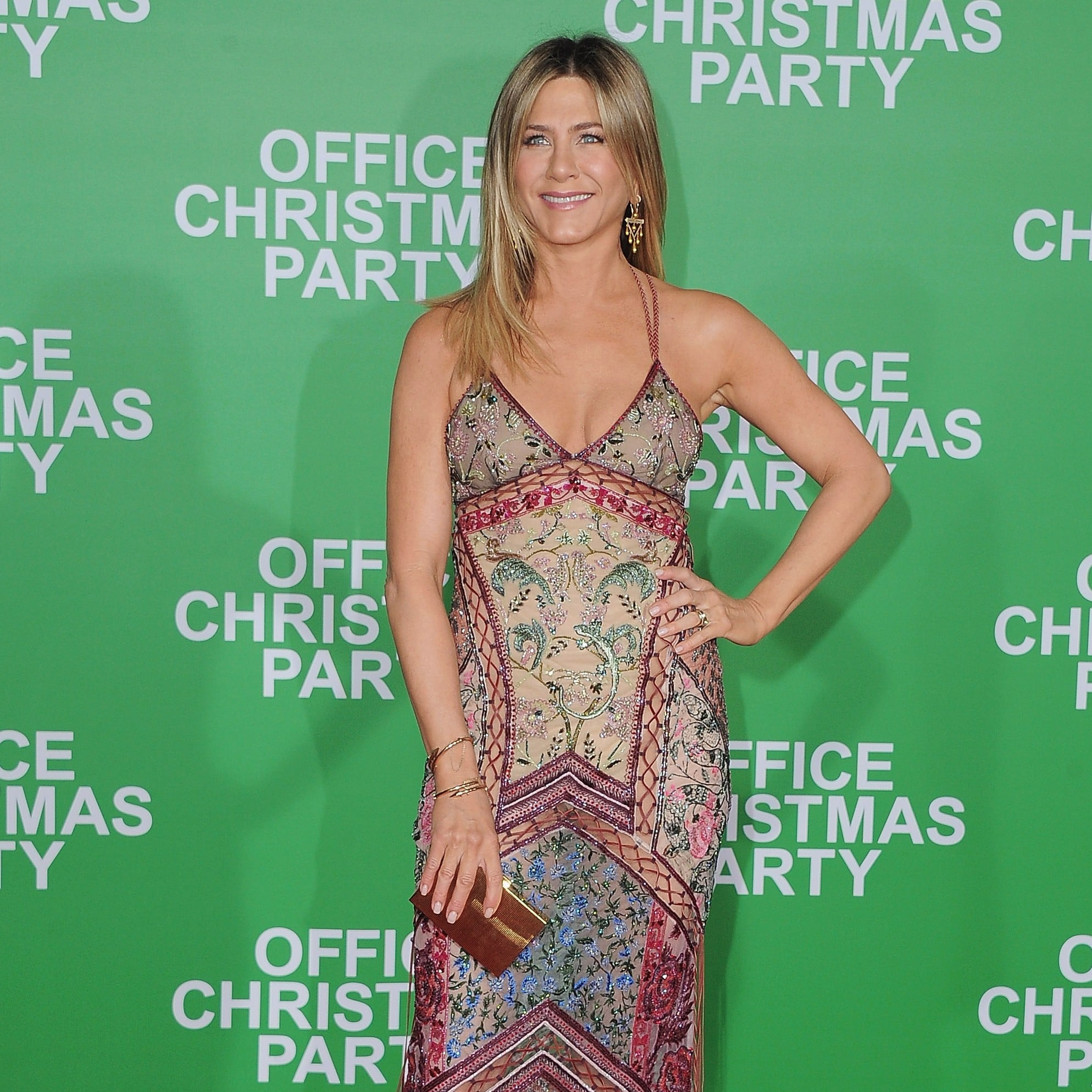 Jennifer Aniston Attended the Office Christmas Party Premiere in LA ...