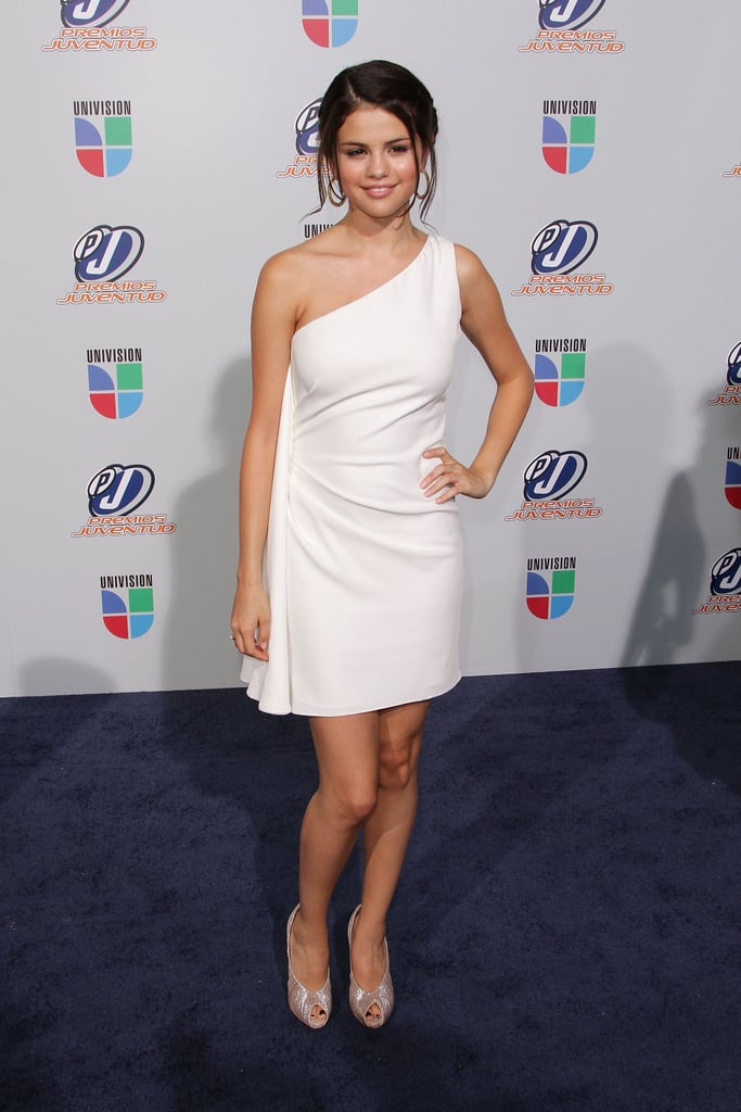 Cutie pie Selena Gomez worked the trend via a one-shouldered frock at the Univision Premios Juventud Awards.
