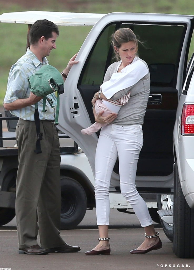 Gisele Bündchen carried baby Vivian at the airport in Hawaii.