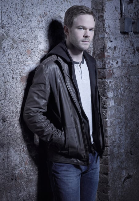 Shawn Ashmore as Agent Mike Weston in The Following.