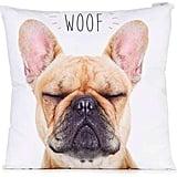 وسادة عليها كلمة Woof  وطبعة كلب البولدوغ الفرنسيّ (بسعر 35$ دولار أمريكي؛ 129 درهم إماراتيّ/ريال سعوديّ)