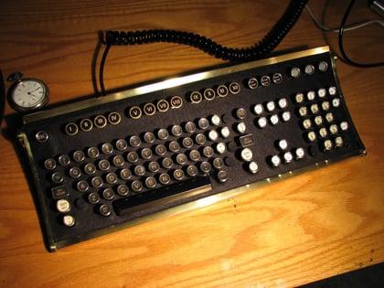 Vintage Geek: Typewriter Keyboard For Your Computer