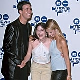 Freddie Prinze Jr. posed with Selma Blair and Sarah Michelle Gellar backstage in 2000, when they won for best kiss in Cruel Intentions.
