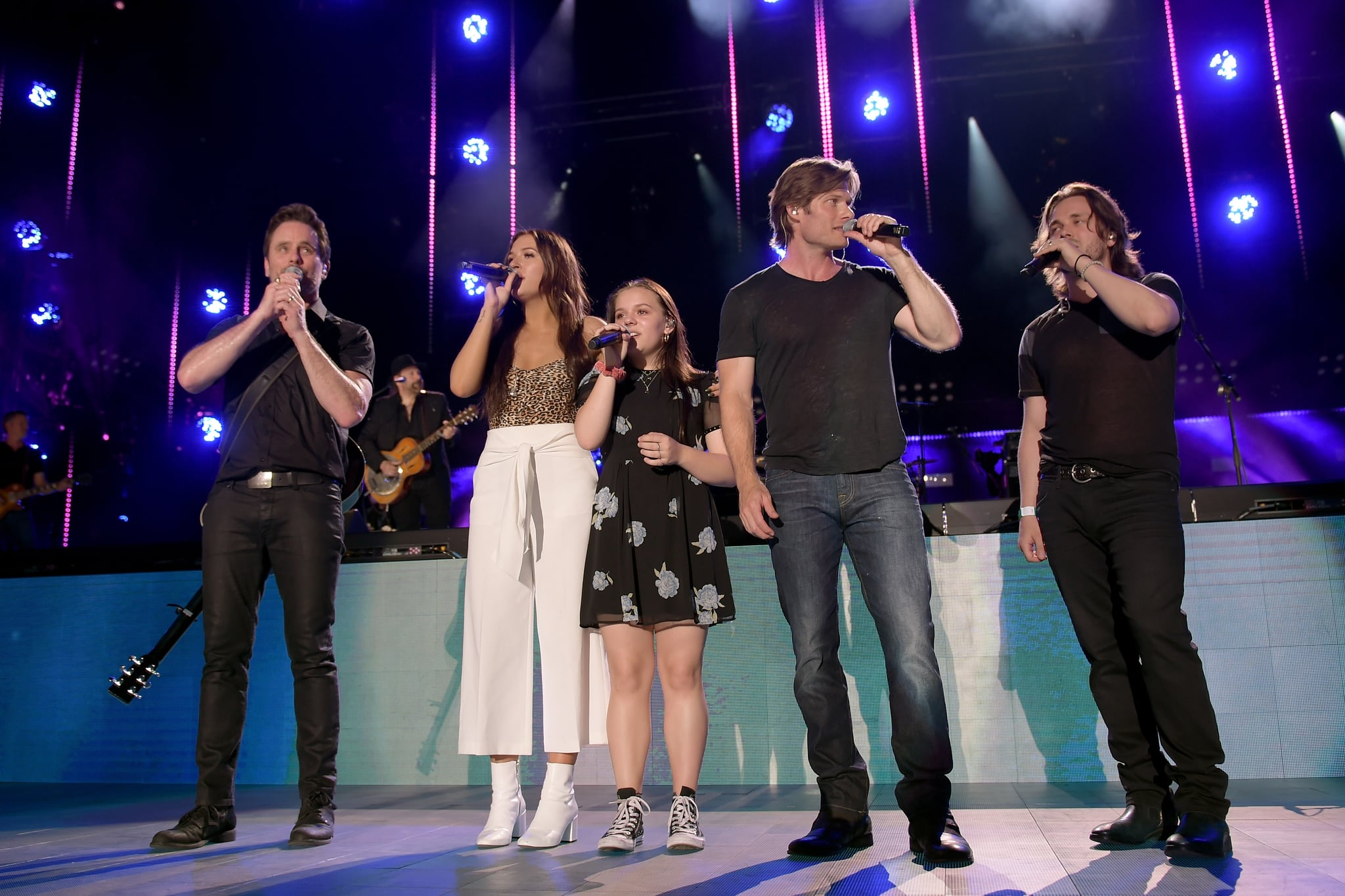 NASHVILLE, TN - JUNE 07:  (EDITORIAL USE ONLY) (L-R) Musicians Charles Esten, Lennon Stella, Maisy Stella, Chris Carmack and Jonathan Jackson perform onstage during the 2018 CMA Music festival at the Nissan Stadium on June 7, 2018 in Nashville, Tennessee.  (Photo by Jason Kempin/Getty Images)