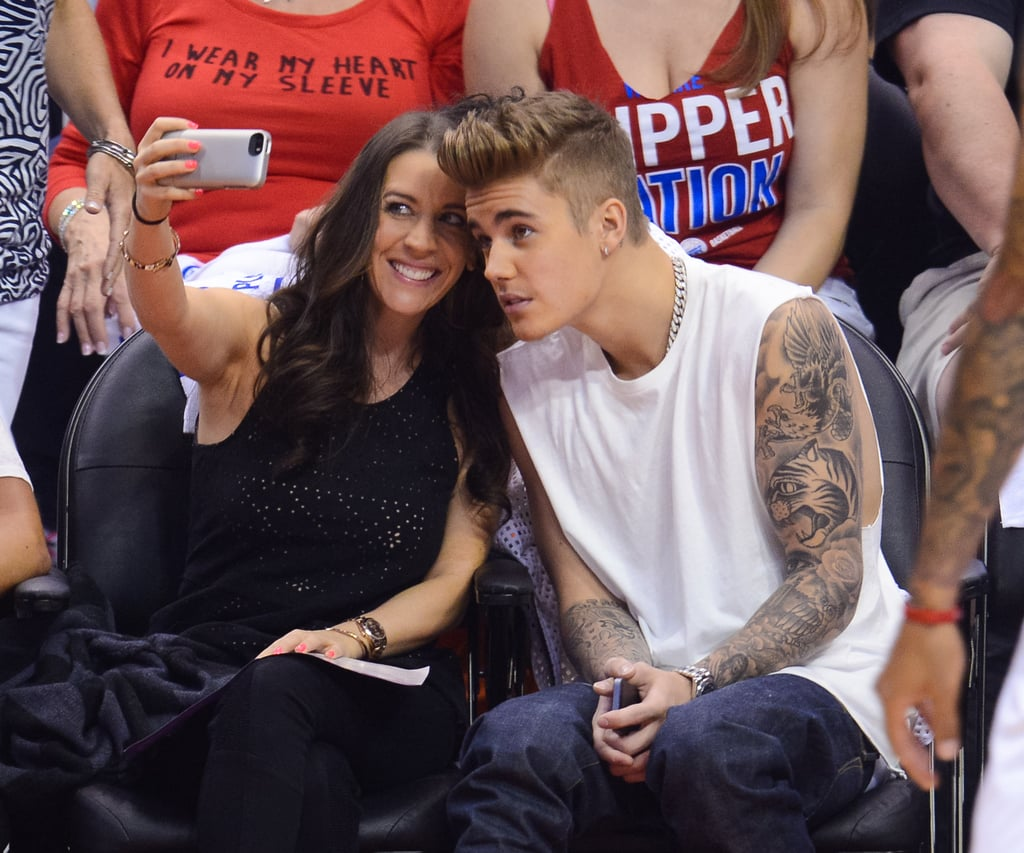 Justin Bieber at Basketball Game With His Mom | POPSUGAR ...