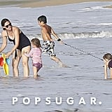 Jennifer Garner played in the waves with Seraphina and Violet.