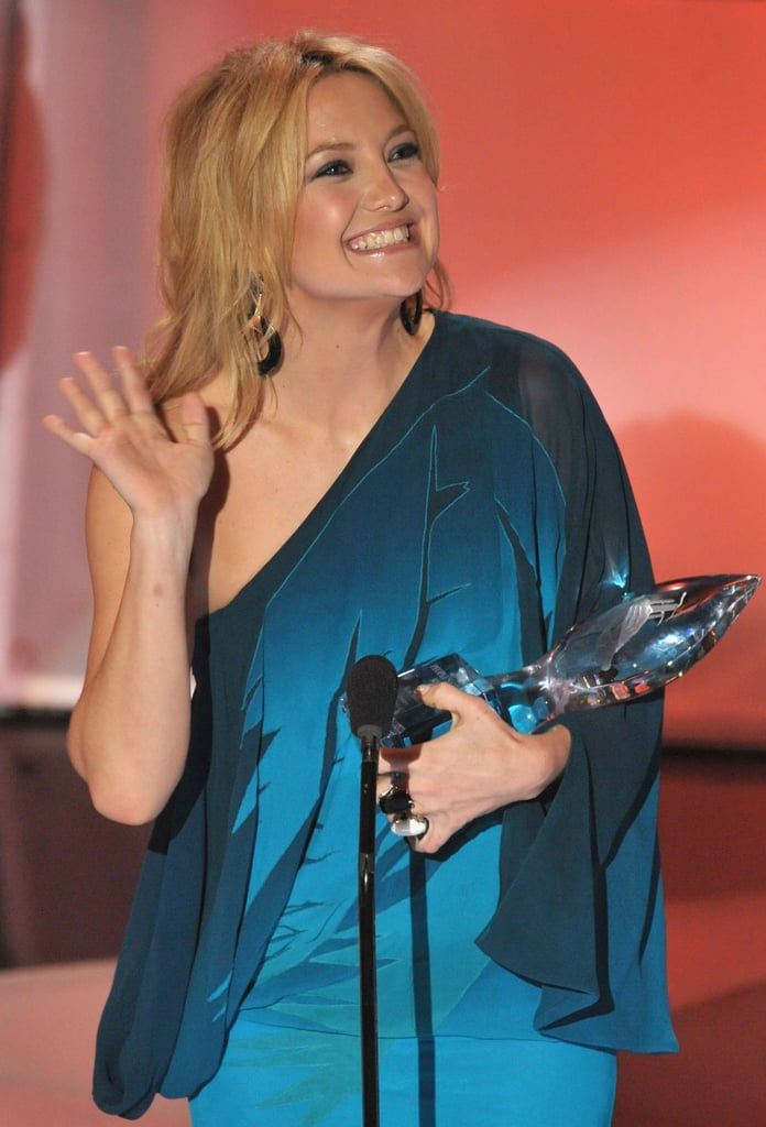 Kate Hudson accepted the award for favourite leading lady in 2009.