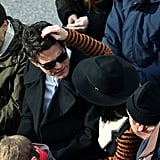 Katy Perry groomed her boyfriend John Mayer while they waited for President Obama to be sworn in for a second term Monday.