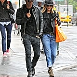 Jennifer Aniston and Justin Theroux share an umbrella.