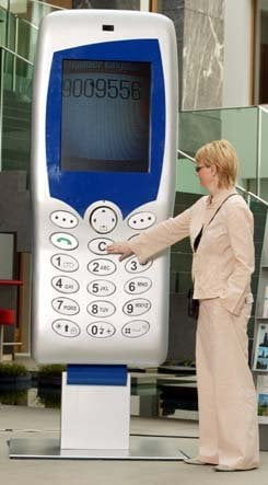 Record Breaking Gadgets: World's Largest Cell Phone