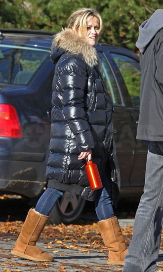 Pictures of Reese Witherspoon Getting Cozy During a Walk in Vancouver