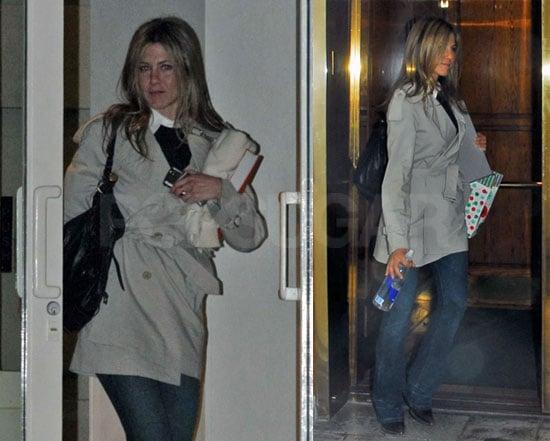 Jennifer Aniston Prepares for the Holidays