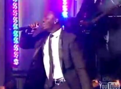 Akon Gets Groped!